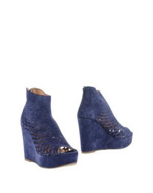 Полусапоги и высокие ботинки STRATEGIA. Цвет: синий