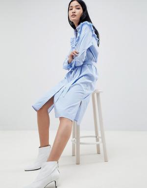 Gestuz Платье-рубашка в полоску с оборками. Цвет: синий