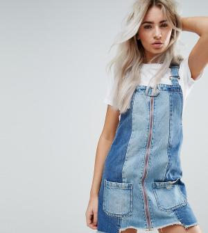 Urban Bliss Petite Деконструированное джинсовое платье мини со вставками и необработанным. Цвет: мульти