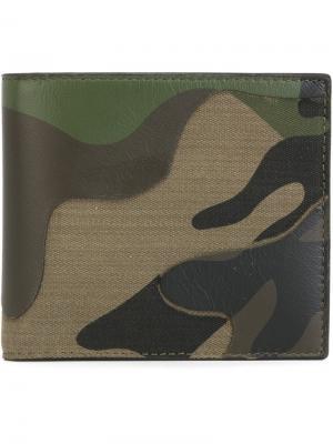 Кошелек с камуфляжным принтом Valentino. Цвет: зелёный