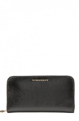 Бумажник на молнии London из лакированной кожи Burberry. Цвет: черный