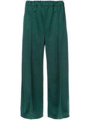 Укороченные брюки En Route. Цвет: зелёный