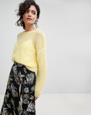 Gestuz Легкий пуловер из мохера. Цвет: желтый