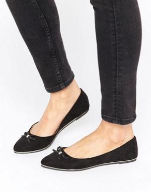 Raid Черные балетки с острым носком и бантиками. Цвет: черный