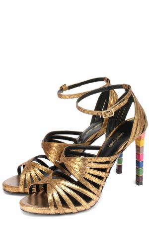 Босоножки из металлизированной кожи на каблуке с декором Roberto Cavalli. Цвет: золотой