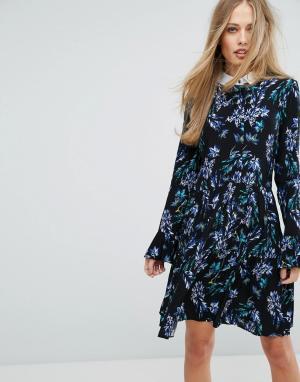 Closet London Платье 2-в-1 с рукавами клеш и ярким цветочным принтом. Цвет: мульти