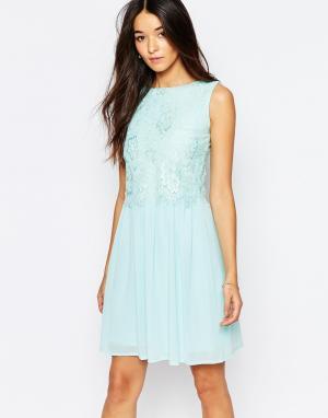 Club L Короткое приталенное платье с кружевной отделкой. Цвет: зеленый