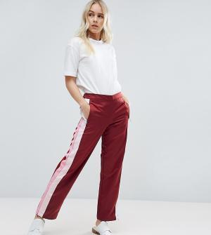 ASOS Petite Спортивные брюки прямого кроя с полосками по бокам. Цвет: красный