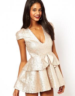 Платье с пайетками  Danni Tempest. Цвет: золотой