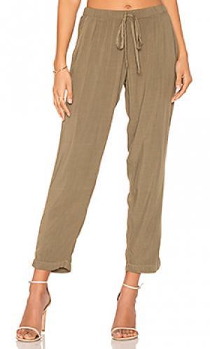 Зауженные брюки Michael Stars. Цвет: зеленый