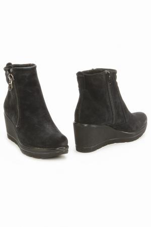 Ботинки Monis. Цвет: черный