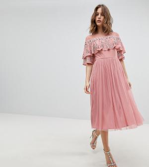 Maya Платье миди с прозрачной отделкой и кейпом. Цвет: розовый