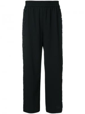 Укороченные брюки  с кружевной отделкой Alice+Olivia. Цвет: чёрный