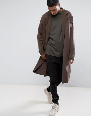 ASOS Коричневое удлиненное легкое пальто из трикотажа. Цвет: коричневый