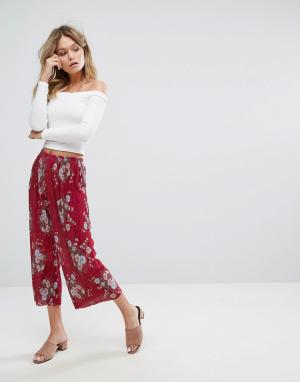 New Look Плиссированные укороченные брюки с цветочным принтом. Цвет: медный