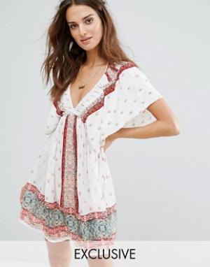 Akasa Пляжное платье с оборками на плечах. Цвет: мульти