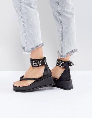 Jeffrey Campbell Черные сандалии. Цвет: черный