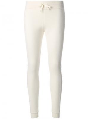 Трикотажные брюки в рубчик Moncler. Цвет: белый