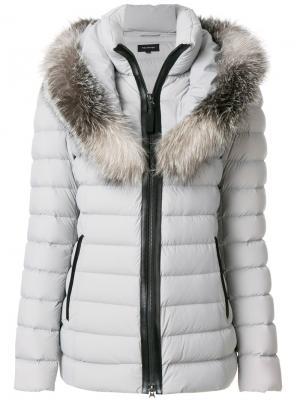 Пуховое пальто с меховой оторочкой Mackage. Цвет: серый