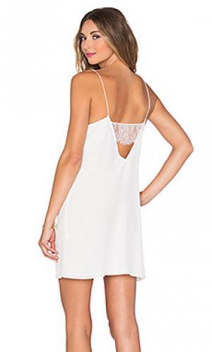 Платье с кружевной спинкой CAMI NYC. Цвет: белый