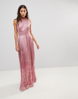 Little Mistress Платье макси с высоким воротом и плиссированной кружевной юбкой. Цвет: розовый
