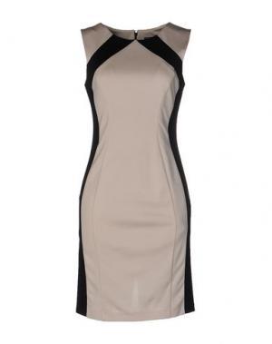 Короткое платье CARLA MONTANARINI. Цвет: бежевый