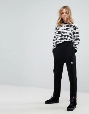 Cheap Monday Зауженные брюки с логотипом. Цвет: черный