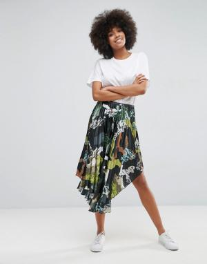 ASOS Атласная плиссированная юбка миди с камуфляжным принтом. Цвет: мульти