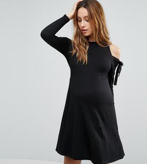 ASOS Maternity Платье с длинными рукавами и вырезами на плечах PETITE. Цвет: черный