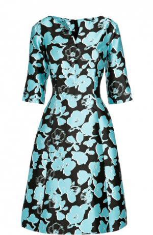 Приталенное шелковое платье с укороченным рукавом и цветочным принтом Oscar de la Renta. Цвет: голубой