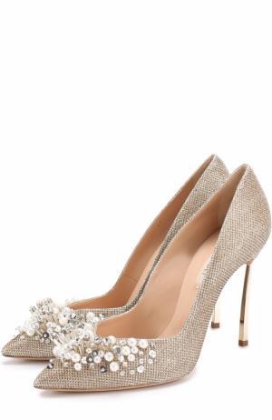 Туфли с декоративной отделкой на шпильке Blade Casadei. Цвет: золотой
