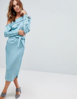 Lavish Alice Атласное асимметричное платье с поясом. Цвет: синий