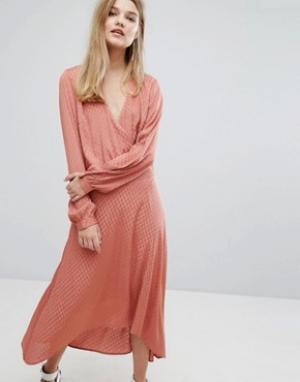 Gestuz Атласное жаккардовое платье Nete. Цвет: розовый