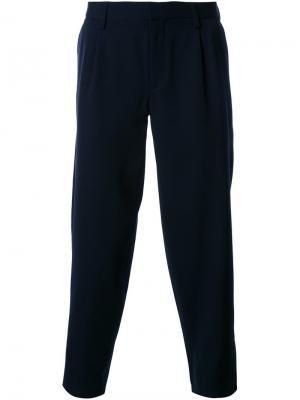 Укороченные зауженные брюки Kolor. Цвет: синий