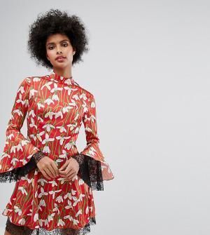 Horrockses Короткое приталенное платье с цветочным принтом и кружевными вставками. Цвет: мульти