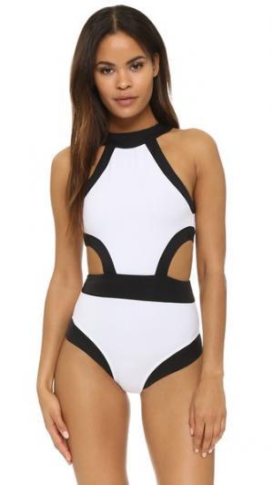 Сплошной купальник Holly с высокой горловиной и вырезом OYE Swimwear. Цвет: белый