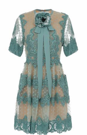 Приталенное кружевное платье с брошью Elie Saab. Цвет: голубой