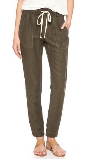 Легкие льняные брюки Enza Costa. Цвет: маслина