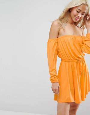 ASOS Короткое приталенное платье с широким вырезом и длинными рукавами. Цвет: оранжевый
