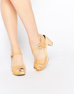 Swedish Hasbeens Кожаные босоножки на каблуке с открытым носком. Цвет: бежевый