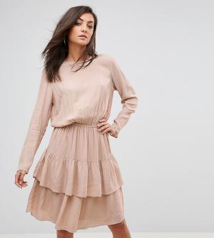 Y.A.S Tall Платье с длинными рукавами и ярусными оборками. Цвет: розовый