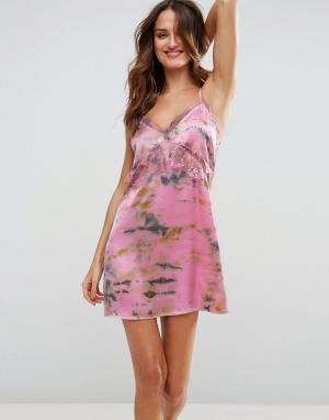 ASOS Пляжное платье на бретельках с кружевной отделкой и принтом тай-дай AS. Цвет: розовый