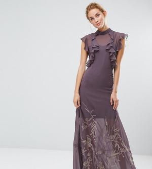 Hope and Ivy Платье макси с высоким воротом и вышивкой на юбке &. Цвет: серый