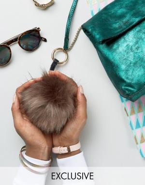 My Accessories Брелок для ключей с помпоном хаки из искусственного меха Accessorie. Цвет: зеленый