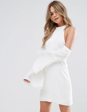 WYLDR Свободное платье мини с вырезами на плечах. Цвет: кремовый