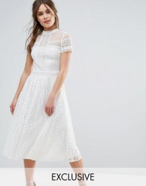 Frock and Frill Кружевное платье миди с отделкой бисером. Цвет: кремовый
