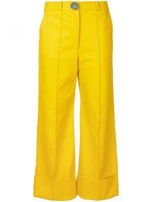 Расклешенные укороченные брюки A.W.A.K.E.. Цвет: жёлтый и оранжевый