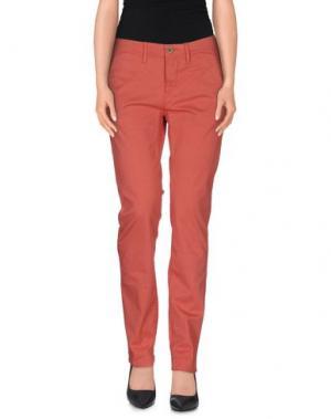 Повседневные брюки WHITE*. Цвет: коралловый