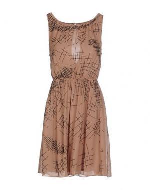 Короткое платье PAOLA FRANI. Цвет: верблюжий
