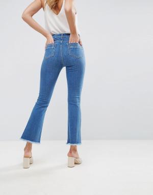 ASOS Синие укороченные расклешенные джинсы с необработанными краями DE. Цвет: синий